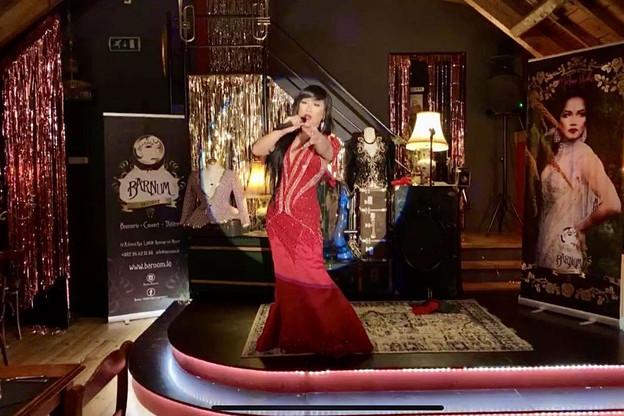 Même avec un public virtuel, Madame Yoko donne tout sur sa scène du Barnum! (Photo: Ian Lejeune)