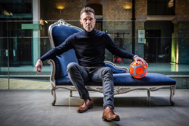 Pierre Maes, auteur d'une enquête sur une bulle explosive sur le business des droits TV du foot. (Photo: Frédéric Pauwels / HUMA)