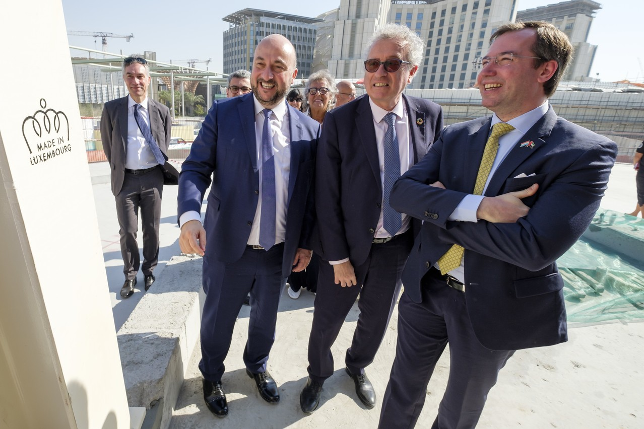 La présence de deux ministres, Étienne Schneider et Pierre Gramegna, et du Grand-Duc héritier a visiblement attiré les regards... et facilité les contacts. (Photo: SIP/Jean-Christophe Verhaegen, tous droits réservés)