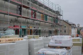 Un nouveau bâtiment est en cours de construction pour les besoins d'une crèche et de diverses associations. ((Photo: Matic Zorman/Maison Moderne))