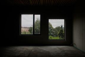 Les fenêtres sont adaptées à la taille des plus jeunes enfants. ((Photo: Matic Zorman/Maison Moderne))