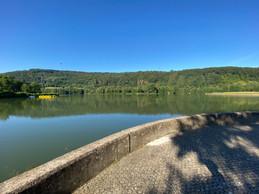 Le lac d'Echternach, où il n'est pas encore possible de se baigner. Mais cela viendra bientôt, probablement sur l'autre rive. ((Photo: Paperjam))