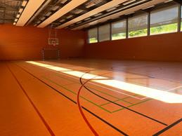 En cas de pluie ou par envie, un hall sportif digne des meilleurs équipements. Des équipes étrangères y viennent régulièrement pour se ressourcer. ((Photo: Paperjam))