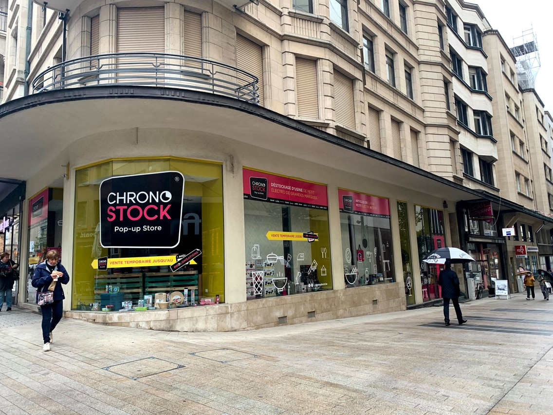 Chronostock fait du pop-up store la base de son modèle d'affaires. L'enseigne est actuellement présente derrière le centre Royal-Hamilius, mais a deux autres emplacements dans le pipeline. (Photo: Maison Moderne)