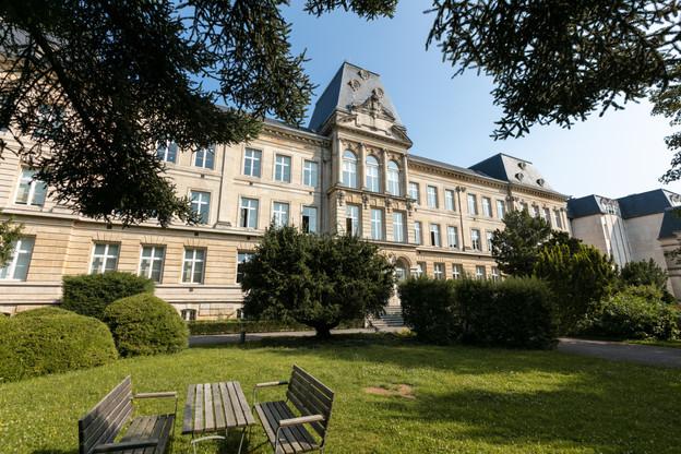 Le Lycée de garçons à Esch-sur-Alzette. (Photo: Romain Gamba/Maison Moderne)