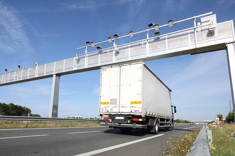 Jusqu'à 12.000camions empruntent chaque jour l'A31 depuis ou vers le Luxembourg. La LKW-Maut et l'écotaxe alsacienne, entérinées il y a un mois, faisaient craindre un report vers cet axe déjà surchargé. (Photo: DjiggiBodgi.com - Fotolia)