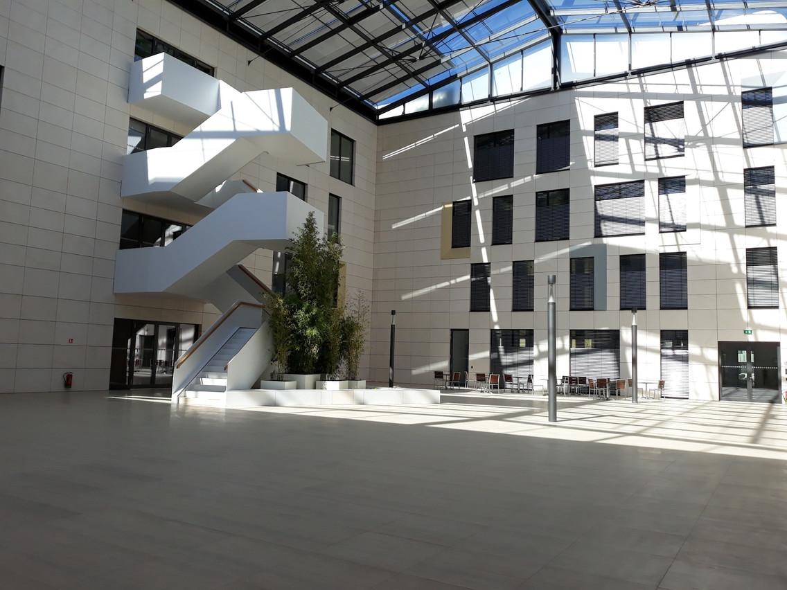 L'immeuble est moderne et offre tout le confort que l'on demande à un immeuble récent. (Photo: CBRE, Foyer)
