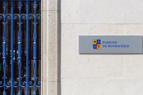 Edmond de Rothschild est au coeur d'une nouvelle affaire judiciaire: un ancien CEO de Rosneft lui réclame 100 millions d'euros à New York, comme c'est le cas au Luxembourg depuis 2017 et en Suisse. (Photo: Shutterstock)