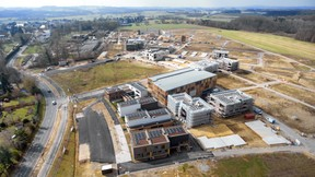 The site is gradually taking shape with the first buildings going up. (Photo: Mediatheque Commune de Kehlen - Raymond Faber)