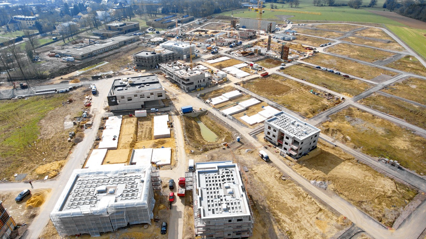 In Elmen, work is in progress on the construction of the parkhaus, the community centre and the residential areas. (Photo: Mediathekommune Kehlen - Raymond Faber)