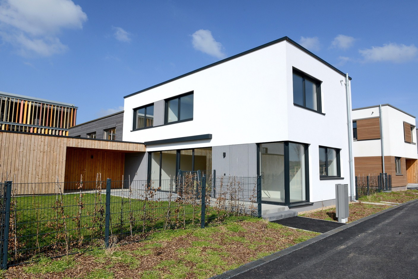 To give future buyers a better idea of what the site will look like, show houses have been built on the site. (Photo: Mediatheque Commune de Kehlen - Raymond Faber)
