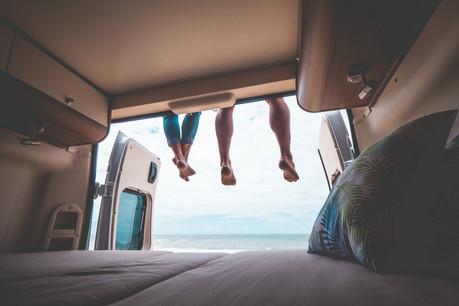 Seuls au bout du monde? De la route, plutôt. Vans et camping-cars font de plus en plus d'adeptes sur fond de pandémie, qui limite les voyages et accroît le besoin de sécurité. (Photo: Shutterstock)