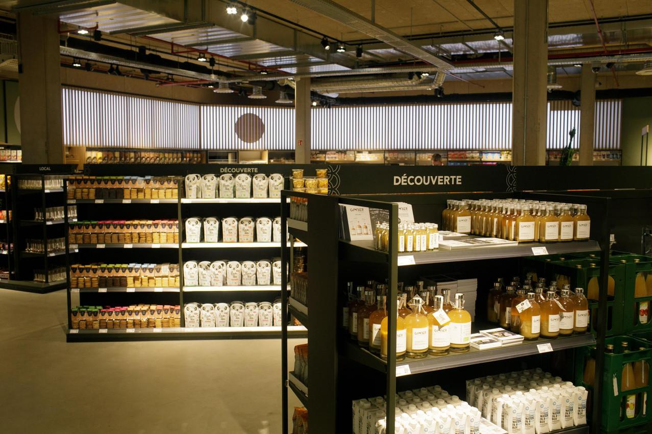 Entre épicerie fine et supermarché, emma's propose une ambiance moderne et feutrée. (Photo: Matic Zorman / Maison Moderne)