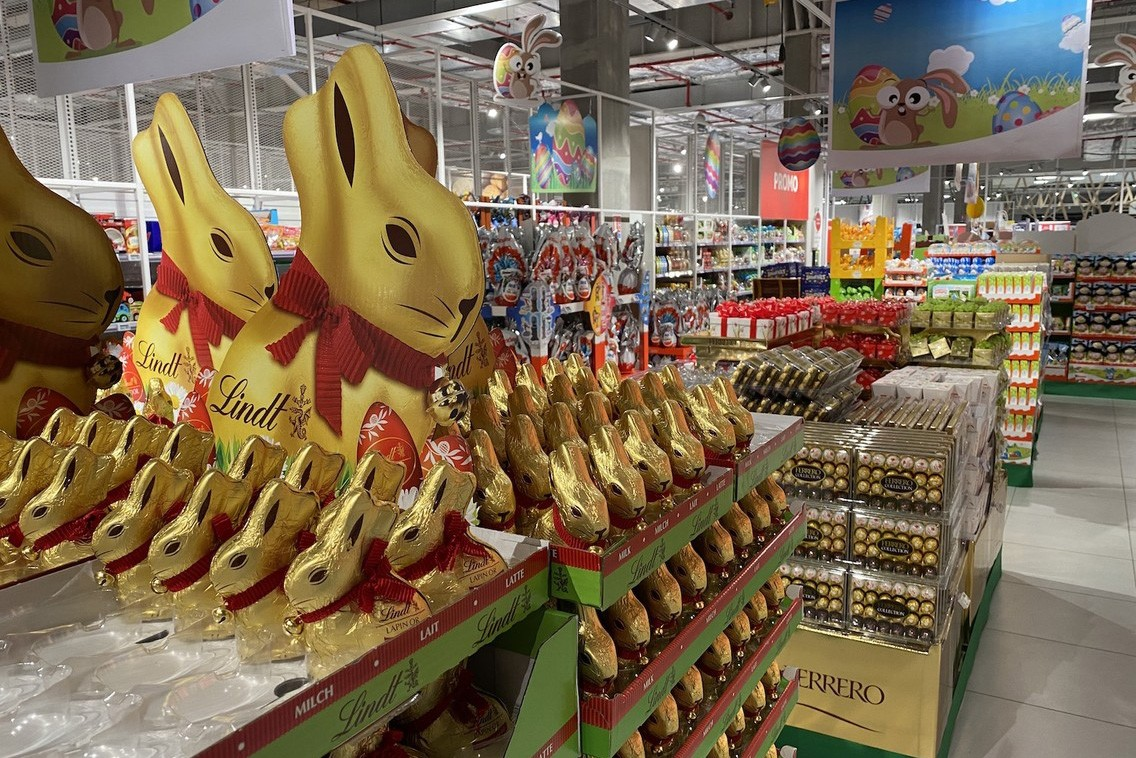 En première ligne pour permettre le ravitaillement, les salariés d'Auchan recevront une prime de 1.000 euros afin de les «remercier pour leur mobilisation exceptionnelle», a annoncé leur directeur général, Cyril Dreesen, lundi après-midi. (Photo: Paperjam)