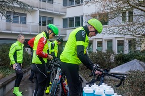 Les 17 cyclistes d'Inowai et Tracol Immobilier ont pris la route vers Cannes au profit de Télévie à l'occasion du salon Mipim. ((Photo: Matic Zorman))