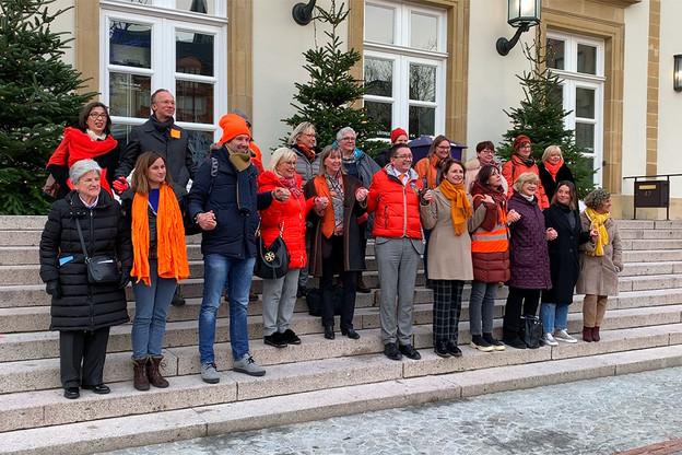 La chaîne humaine formée devant l'hôtel de ville à Luxembourg. (Photo: Paperjam)