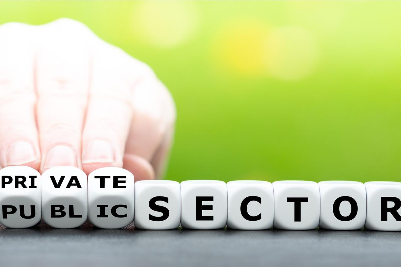 Le «pantouflage» est cette pratique qui consiste, pour des hauts fonctionnaires, à quitter le service public pour le secteur privé. La Commission estime que «des améliorations sont possibles, étant donné que des dispositions spécifiques n'existent que pour les membres du gouvernement». (Photo: Shutterstock)