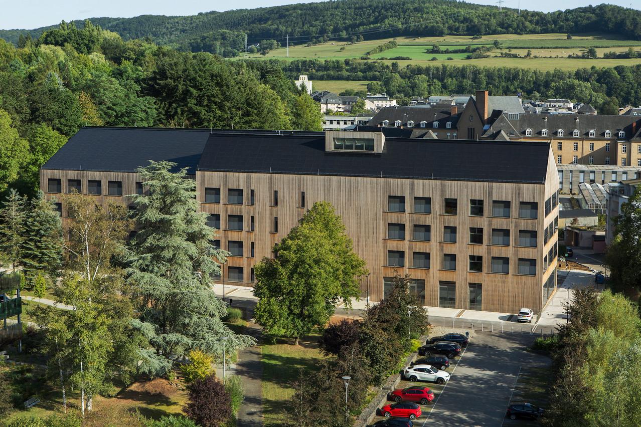 Le Lycée technique pour professions de santé à Ettelbruck a reçu le premier prix de l'Architekturpreis Gebäudeintegrierte Solartechnik. (photo: Christian Aschman)