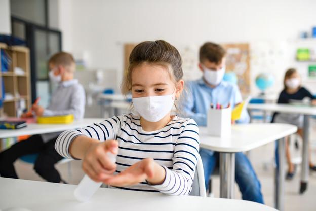 Malgré la demande des syndicats, le gouvernement ne compte pas imposer le masque dans les écoles pour le moment et fait confiance aux acteurs du terrain. (Photo: Shutterstock)