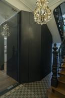 Dans l'entrée, un nouveau placard est créé dans la continuité de la cloison du couloir. ((Photo: Eric Chenal))