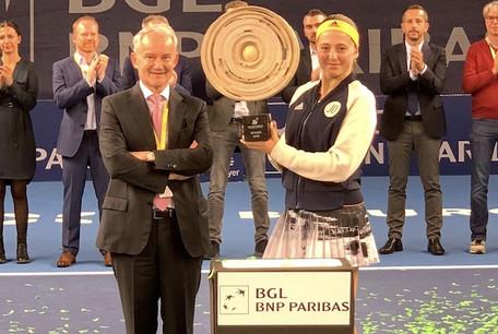 Marc Lenert, membre du Comité exécutif de BGL BNP Paribas et la gagnante de l'édition 2019 de l'Open: Jelena Ostapenko Photo : BGL BNP Paribas