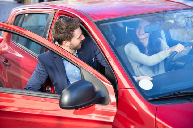 Pour que le covoiturage fonctionne, il faut un gain économique pour le conducteur et ses passagers, mais aussi un gain en temps. (Photo: Shutterstock)