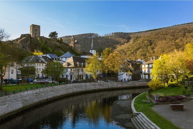 Le château, situé à 315mètres d'altitude, offre une belle vue sur les alentours. Sa visite se fait librement. (Photo: Shutterstock)