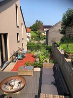 La terrasse et le jardin potager surélevé terminés, prêts à être utilisés aussi bien par temps chaud que par temps froid. ((Photo: Luis Faustino))