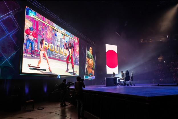 Rencontre acharnée de Street Fighter V, cet été, à Las Vegas. Les droits télé de ces rencontres sur écran géant de jeux vidéo suscitent toutes les convoitises. (Photo: Shutterstock)