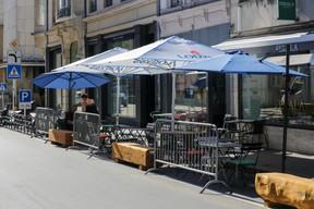 Lors du déconfinement, la Ville de Luxembourg a alloué des places de parking de la rue Notre-Dame à la création de terrasses éphémères pour les bars et restaurants de la rue. ((Photo: Romain Gamba))