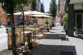 Au Limpertsberg, le restaurant solidaire Chiche! a pu créer une terrasse rapidement sur le trottoir, devant son entrée. ((Photo: Romain Gamba))