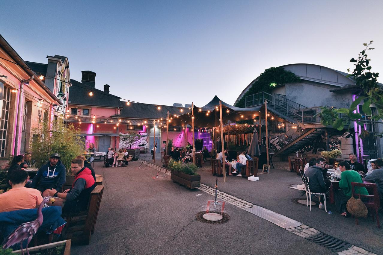 Le Kufa Summer Bar a transformé la cour de la Kulturfabrik, permettant un programme dédié et au Ratelach de travailler à nouveau… (Photo: Emile Hengen)