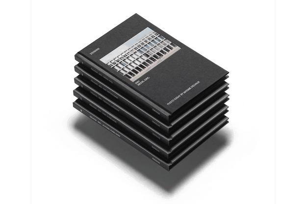Chaque volume présente, avec les photos de MaximeDelvaux, un projet de 2001. (Photo: Maison Moderne)