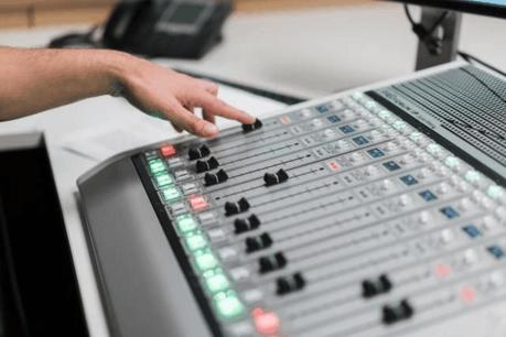 L'essentiel Radio émet depuis février 2016. (Photo: Marion Dessard /Archives Paperjam)