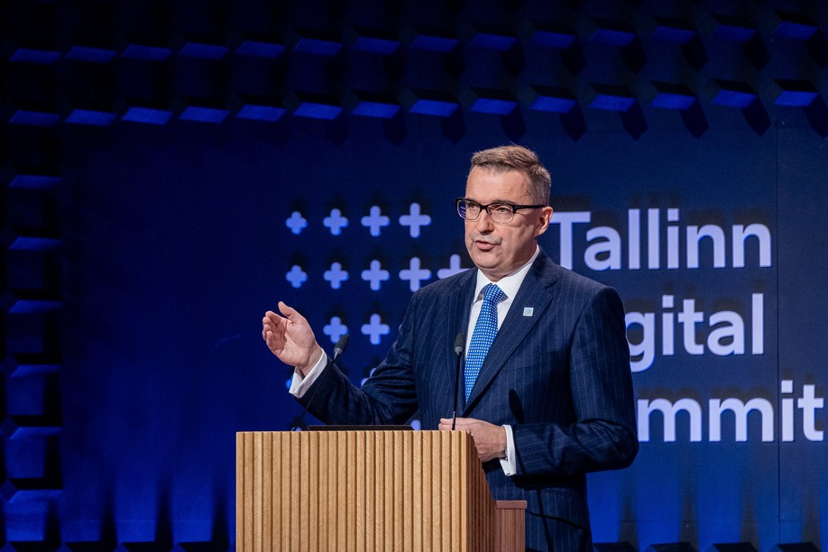 """On Tuesday, Estonia's CIO, Siim Sikkut, presented a """"state test-bed"""" where start-ups, researchers and companies can come to test technology and try out their business model. This model will be replicated in Luxembourg on a futuristic subject: the distribution of encrypted keys. (Photo: Digital Summit Estonia)"""