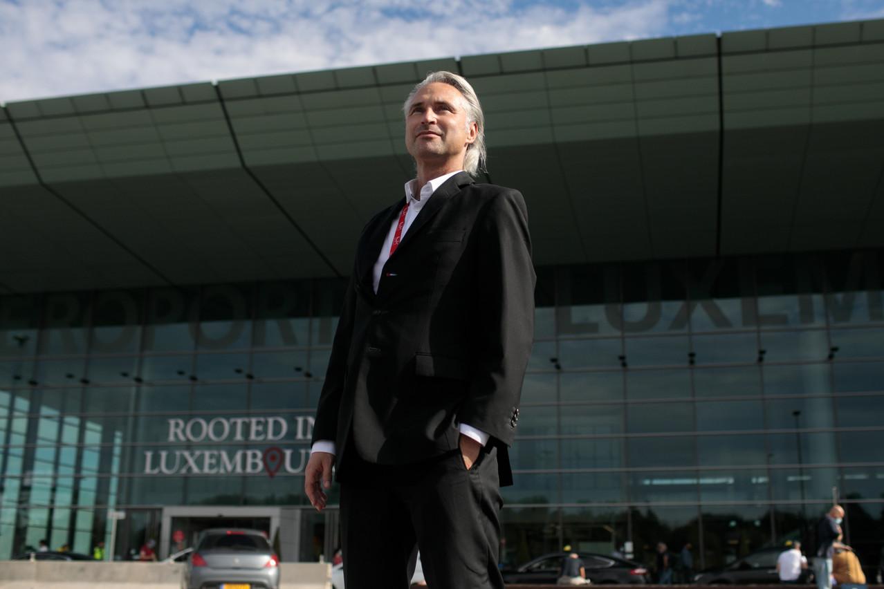 Pas de télétravail pour RenéSteinhaus, qui assure venir tous les jours à l'aéroport en cette période de crise. (Photo: Matic Zorman/Maison Moderne)