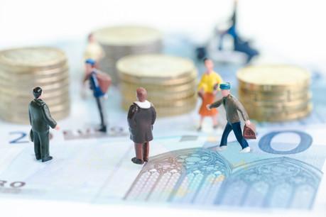 Au Luxembourg, les salaires pratiqués dans la finance ou encore dans l'enseignement sont deux à trois fois plus importants que dans la restauration ou encore le commerce. (Illustration: Shutterstock)