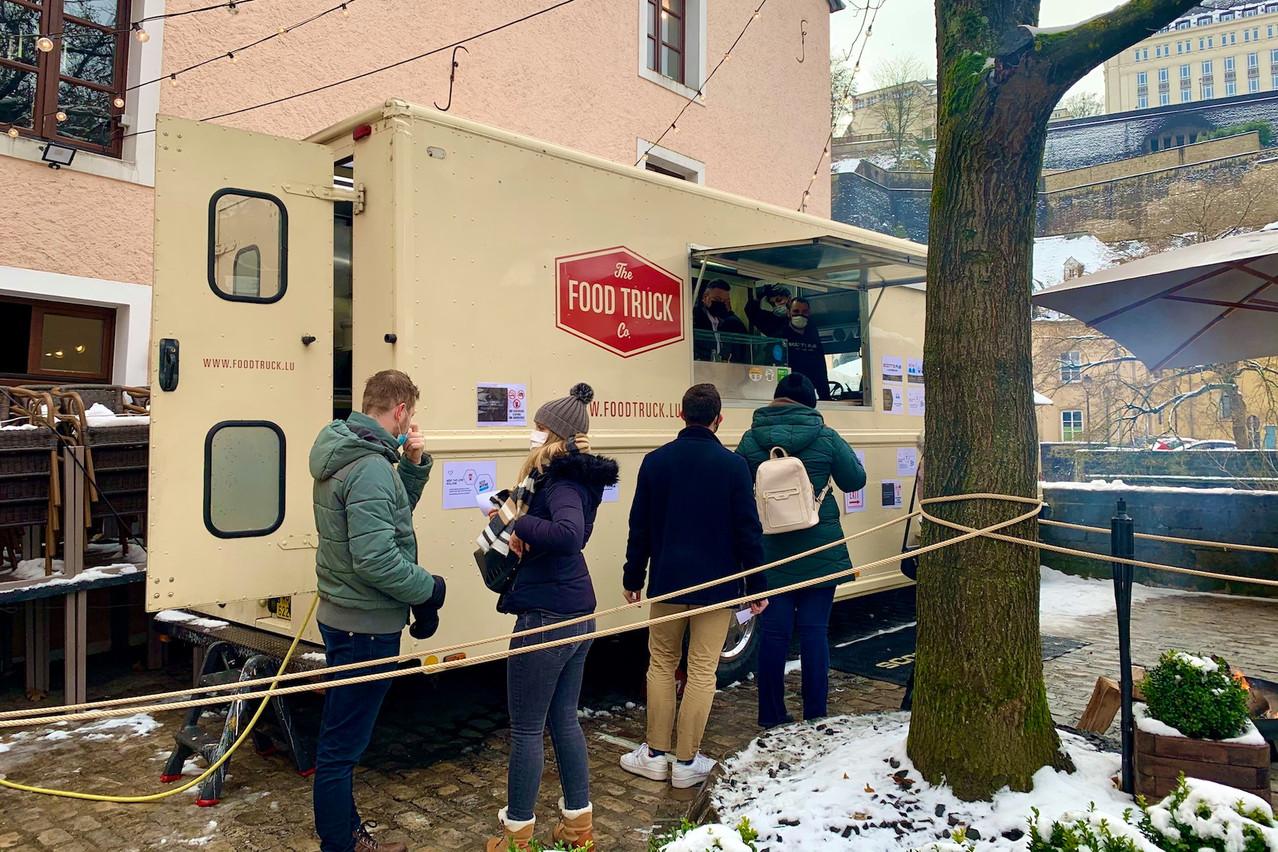 Succès au rendez-vous tout au long du premier week-end collaboratif entre le food truck du Scott's Pub et les chefs étoilés René Mathieu et Cyril Molard. Maison Moderne