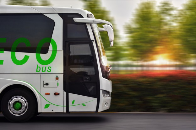 Avant de rouler dans des bus à hydrogène propre, il faudra patienter: il n'est pas compétitif économiquement par rapport à l'hydrogène fossile. D'où une transition en trois étapes en Europe. (Photo: Shutterstock)