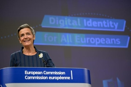La vice-présidente de la Commission européenne, Margrethe Vestager, a présenté jeudi une solution d'identification européenne pour avoir accès aux mêmes services dans les autres États membres que dans son État membre d'origine. (Photo: Commission européenne)