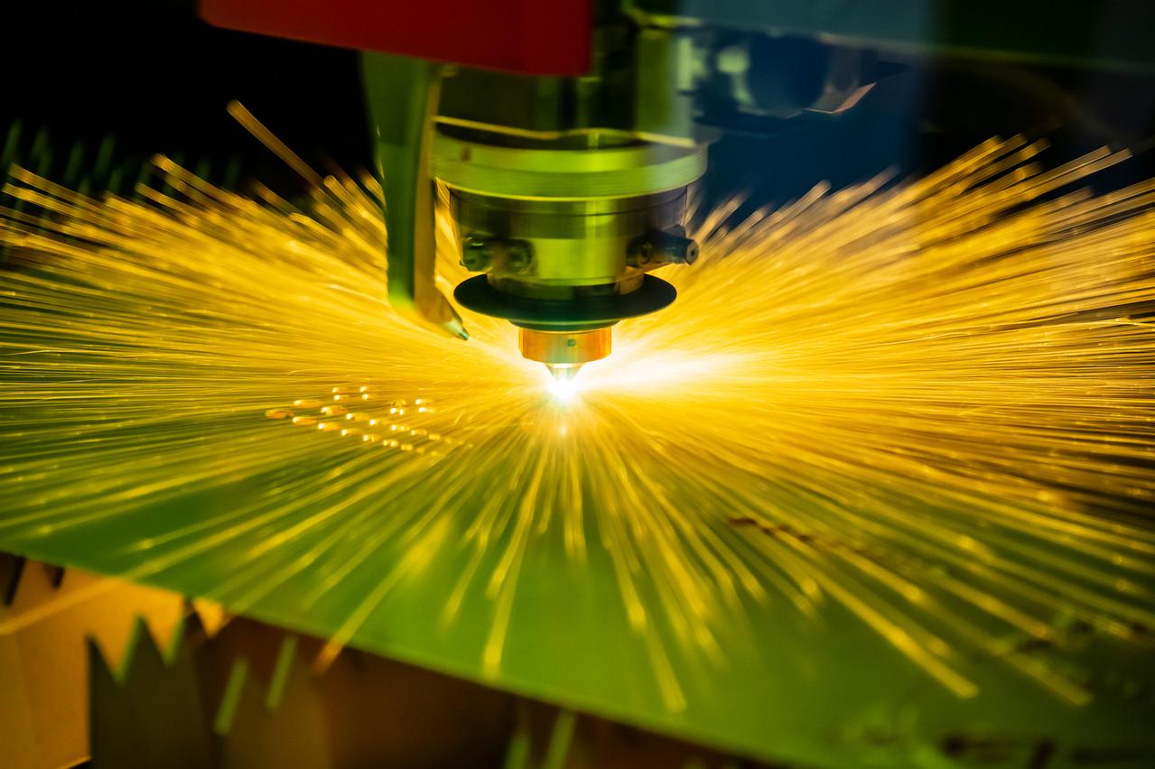 Le plasma, utilisé dans l'industrie pour découper, peut aussi permettre de lutter contre la pollution de déchets ménagers, d'amiante ou même nucléaires. C'est la spécialité d'Europlasma. (Photo: Shutterstock)