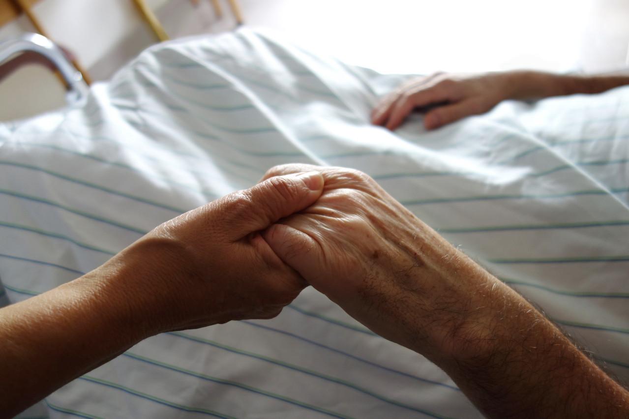 Le projet de loi propose d'assimiler la mort d'une personne décédée à la suite d'une euthanasie ou d'une assistance au suicide à une mort naturelle. (Photo: Shutterstock)