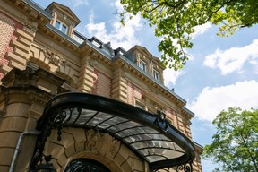 Iron works still adorn the front entrance Romain Gamba/Maison Moderne