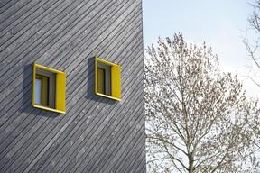 Le bâtiment est réalisé avec une enveloppe en bois portée par une structure en béton.                            ((Photo: Decker, Lammar et Associés))