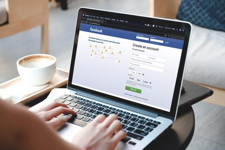 Le rachat d'Instagram et de WhatsApp par Facebook aurait été une manière d'écraser la concurrence. (Photo: Shutterstock)