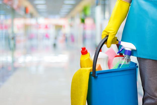 Le nettoyage des locaux est souvent une des premières activités externalisées. (Photo : Shutterstock)