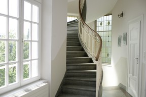 Stairs at the back of the building Matic Zorman / Maison Moderne