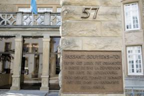 A memorial plaque outside the building Matic Zorman / Maison Moderne