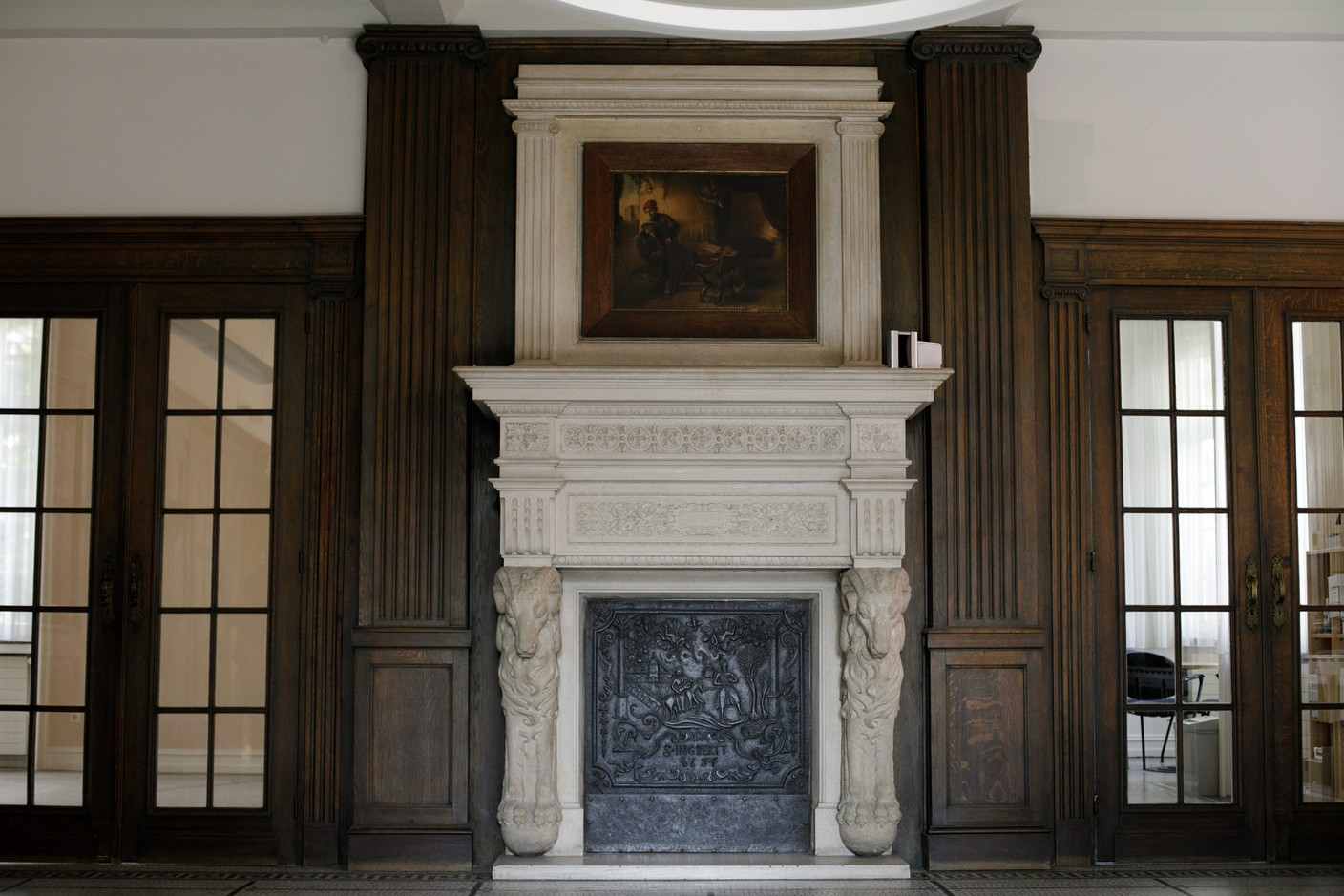 An old fireplace in the main entrance Matic Zorman / Maison Moderne