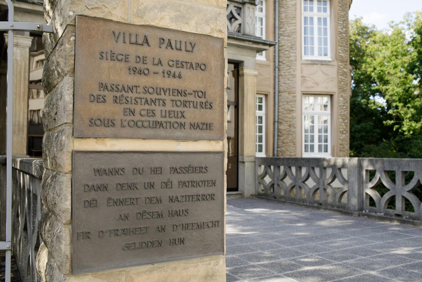 It took until 2016 for the outside of the building to acknowledge the deportation of Jews from Luxembourg organised from Villa Pauly Matic Zorman / Maison Moderne